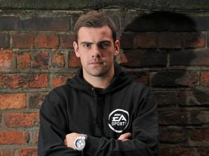 Gibson na akci pro EA
